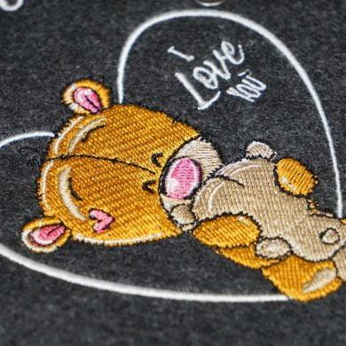 Emadele Mutterpasshülle Bär – Aus dem Bauch Mitten ins Herz photo review